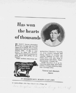 He wons the hearts of thousands. Los Angeles Herald. 21 août 1928. Cette publicité ouvre une série « témoignage » qui capitalise le child appeal. Les témoins alternent des célébrités et des gens ordinaires dont on donne l'adresse précise en guise de preuve.