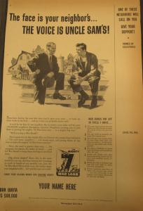 """Fig.37. """"The Face is your neighbor's…The voice is uncle Sam's!"""" - The Mighty 7th War Loan. Source : J. Walter Thompson Company. World War II Advertising collection, 1940-1948 and undated. Box 2 (Oversize) """"War Bond Advertisements, 1942-1945 and n.d"""" La publicité déploie une stratégie habile pour intéresser le citoyen ordinaire au destin de la nation qui consiste à partir d'une situation ordinaire et familière pour faciliter le changement d'échelle. Le discours peut ainsi aller et venir du proche et du prochain (voisin) au lointain, de l'individu à la nation, du familier à l'étranger, du concret à l'abstrait."""